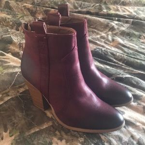 Maroon ankle length boots